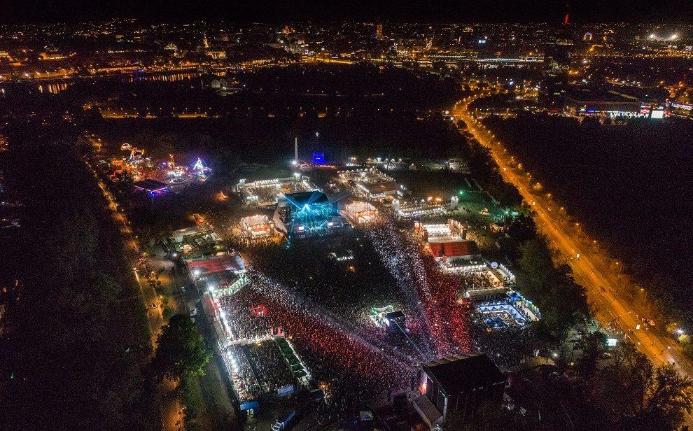 Drugo veče Belgrade Beer Festa obeležio je početak turneje Riblje čorbe, nastupi bendova Mortal Kombat, Samostalni Referanti, Direktori i britanske hip hop zvezde STEREO MC's