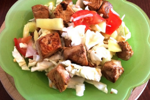 Salata od piletine i povrća