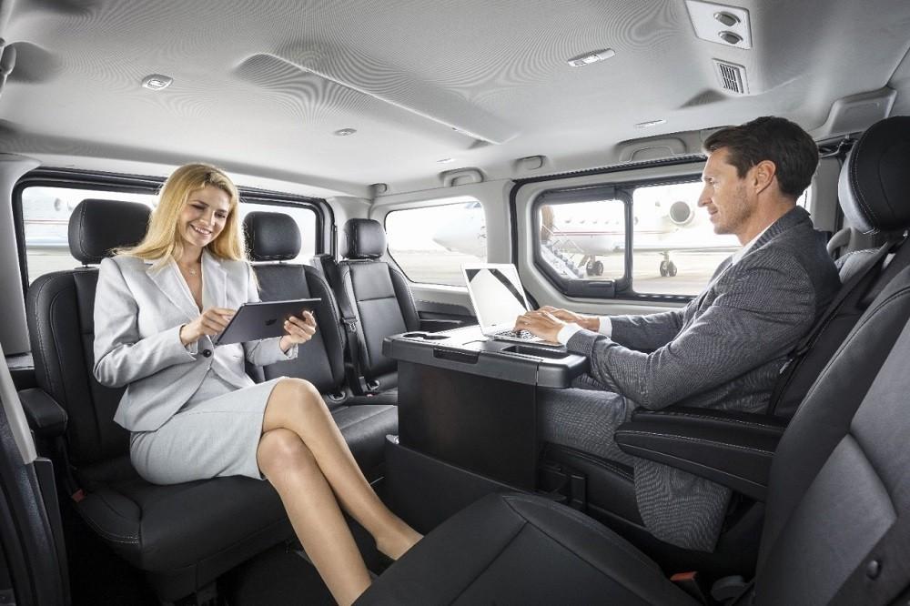Funkcionalni, komforni, svestrni: Novi Opel Vivaro Tourer i Vivaro Combi+