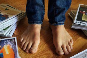 Jednostavna vežba za stopala ojačaće ceo kičmeni stub i popraviće držanje!