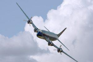 Kolaps globalne avijacije – kapacitet avio-kompanija smanjen za 77 odsto!