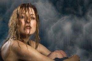 Trik sa čašom vode koji otkriva kakvog kvaliteta je vaša kosa