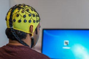 Psiholozi otkrivaju zašto se češkamo po glavi kad razmišljamo!