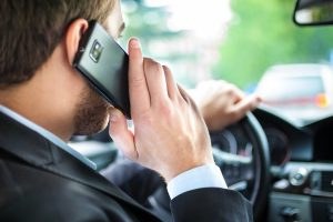 Istraživanje: Vozače sve više ometa tehnologija za informisanje i zabavu u automobilu