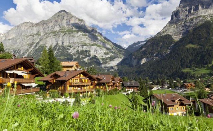 Prelepi švajcarski ovčar vas vodi u divnu šetnju Švajcarskom!