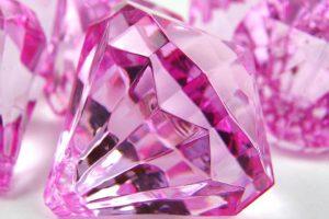 Ružičasti dijamant prodat u Hong Kongu za 32 miliona dolara