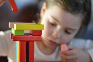 Kako zaštititi radoznalo dete od povreda u domu?