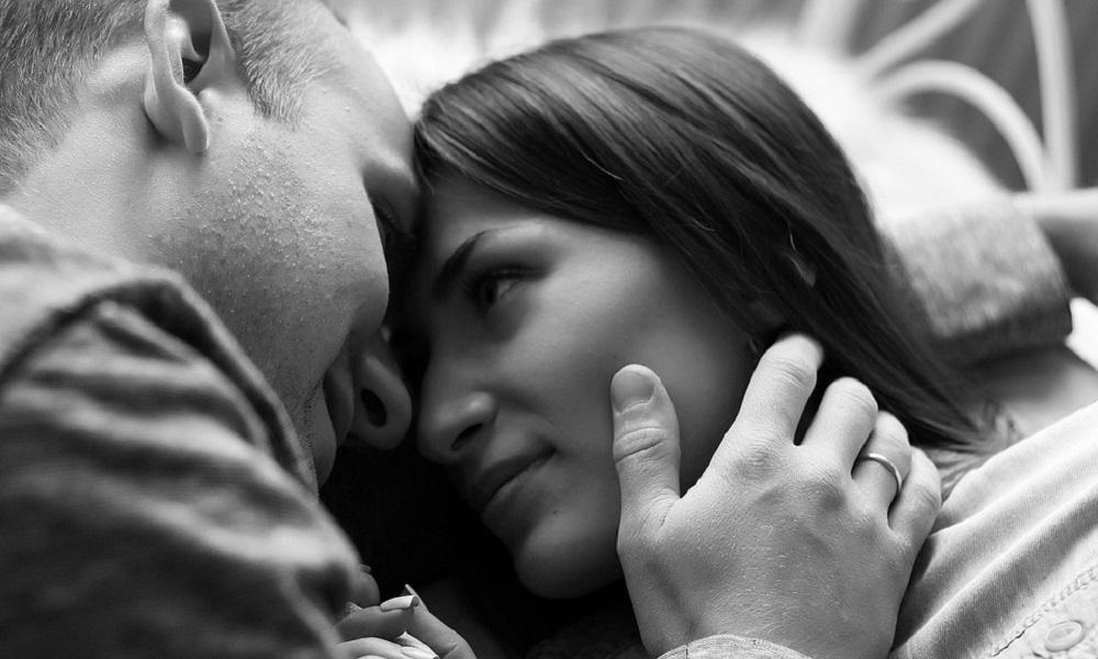 Kako da postanete devojka koju ne želi da ispusti iz ruku?