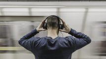 Lekari upozoravaju: Sve više mladih ima zujanje u ušima zbog slušalica!