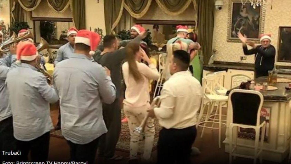 Počelo novogodišnje ludilo u Parovima!