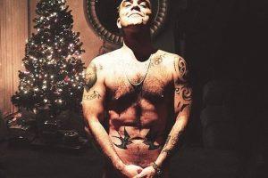 Robbie Williams fanovima čestitao Božić fotografijom na kojoj je u potpunosti go