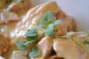 RECEPT DANA: Sočna piletina u sosu od belog vina i limuna