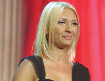 POSLE CECE, SAŠA MATIĆ OTPOČEO SARADNJU SA OVOM KOLEGINICOM: Plavokosa pevačica snimila spot za novu pesmu!