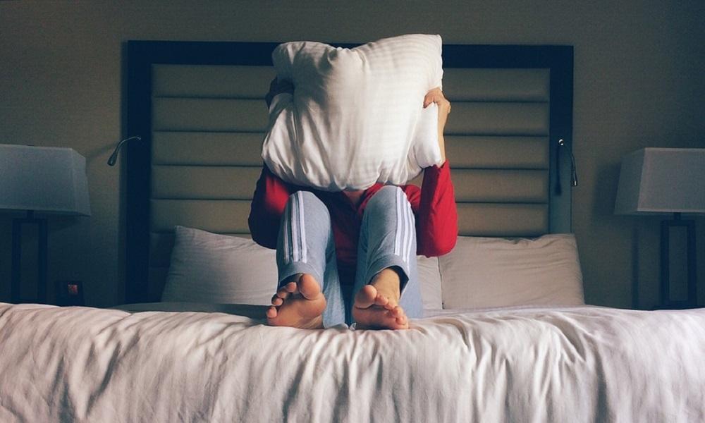 Evo zbog čega NE SMETE da spavate pored upaljenog TELEVIZORA!!