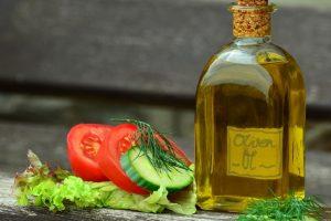 Vrlo je važno da stavite ulje u salatu! Evo razloga!
