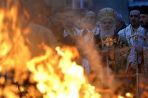 Nekoliko stotina vernika na ponoćnoj liturgiji u Hramu Svetog Save