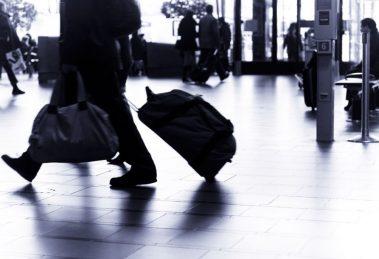 Velika Britanija: Paprene kazne za povratnike iz inostranstva i zatvorska kazna