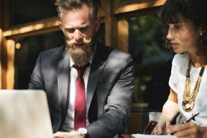 AKO I VI OVO RADITE, DOBRO SE ZAPITAJTE: Loše navike na poslu koje nas KOŠTAJU napretka u karijeri