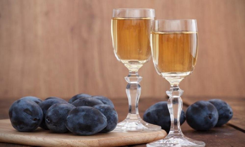 Rakija: 10 zdravstvenih problema koje moćno piće tera brže od lekova!