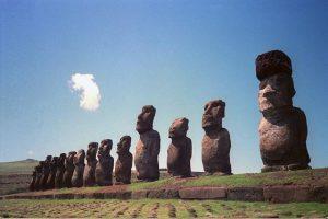 Bahati turisti oštetili drevne kipove na Uskršnjem ostrvu