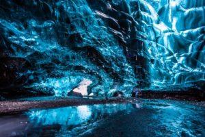 Očaravajuće plavetnilo spektakularnih ledenih pećina