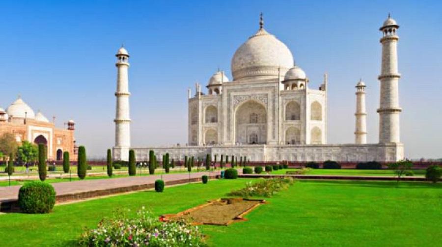 Snažna oluja oštetila dva tornja na ulazu u Tadž Mahal! (VIDEO)