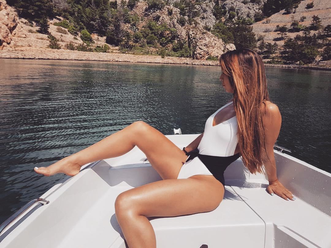 Gori Instagram zbog seksi fotografija Tee Tairović! (FOTO)