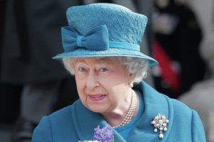 Britanska kraljica odlikuje filmske zvezde