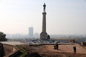 Spomenik beogradskom Pobedniku nakrivljen, sprema se sanacija