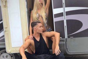 """Golotinja za """"Milion"""": Sandra Obradović uslikana naga u Francuskoj uoči predstavljanja spota sa gej manekenom"""