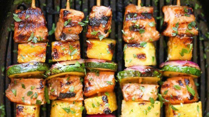 Recept dana: Losos ražnjići sa povrćem
