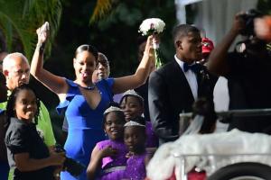 Rijana na venčanju najbolje drugarice haljinom pokazala koliki je bog