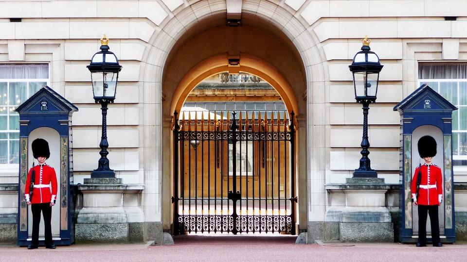 Kraljica Elizabeta traži radnike preko oglasa: Za perača sudova nudi platu 22.000 evra