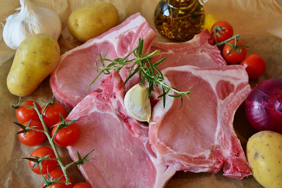 Recept dana: Svinjske šnicle sa senfom, vinom i bosiljkom