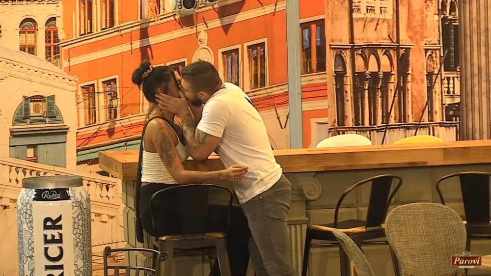 Romeo i Julija modernog doba !!! Ako ne raskine sa Izabelom, Benjaminov otac će se odreći svog sina