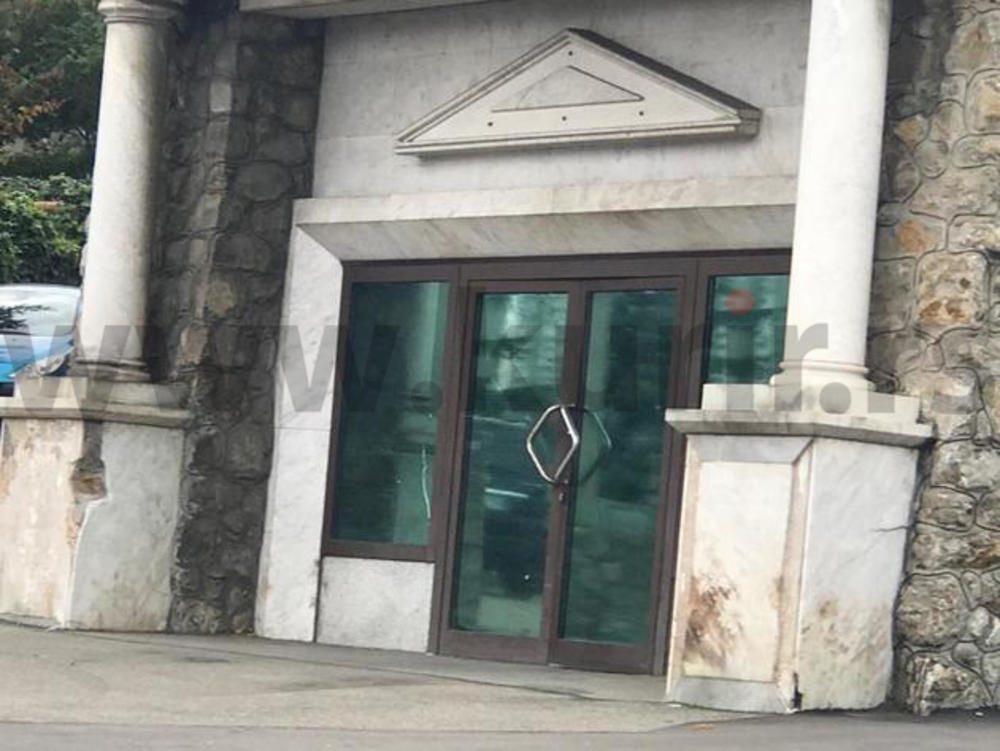 Ceca Ražnatović napadnuta. Tri automobila naizmenično udarala u pevačicinu kuću