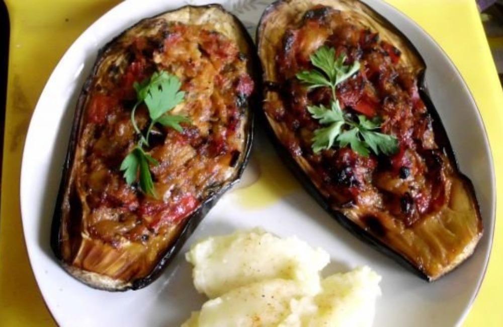 Recept dana: Patlidžan pujen lukom i sirom