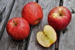 Fenomenalan trik: Kako da znate da li su jabuke koje kupujete sveže?