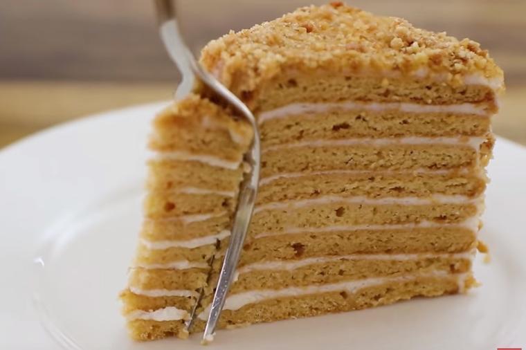 Medovik torta: Ruska medena poslastica koja će vas osvojiti na prvi zalogaj!