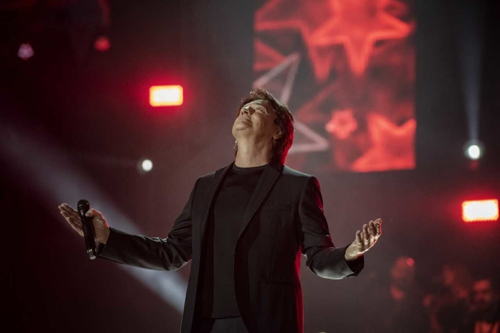 Pevač svojom magijom oduševio publiku u prepunoj Areni u Zagrebu