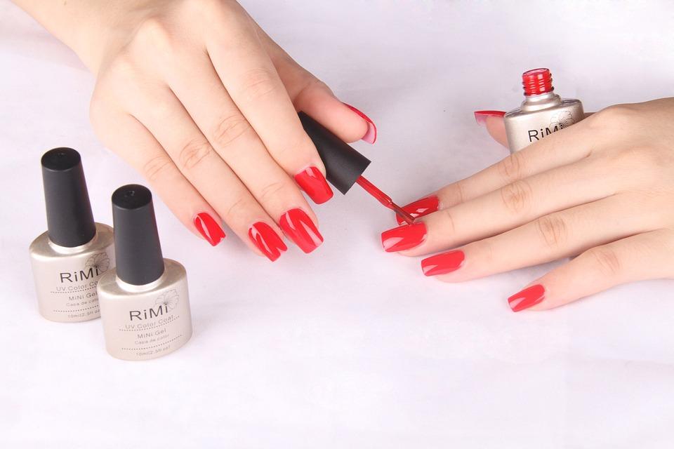 Novi letnji trend: Različito obojeni nokti!