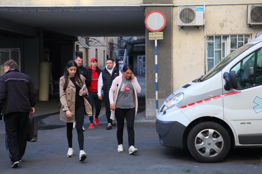 Uspeli su da vide Darka Lazića u bolnici. Roditelji i devojka su pod jakim stresom.