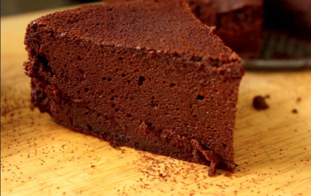 Poslastica dana: Čizkejk sa čokoladom i kafom koji ne mora da se peče