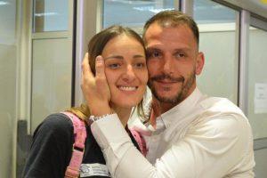 Maju Ognjenović dočekao Danilo Ikodinović, od poljupca se tresao AERODROM: A iza njega se krije fantastična ljubavna priča