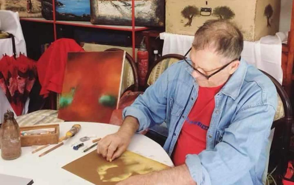 """Renomirani svetski slikar Janoš Mesaroš učestvovao na likovnoj koloniji """"Glavaševa kuća"""" u rodnom Novom Bečeju"""