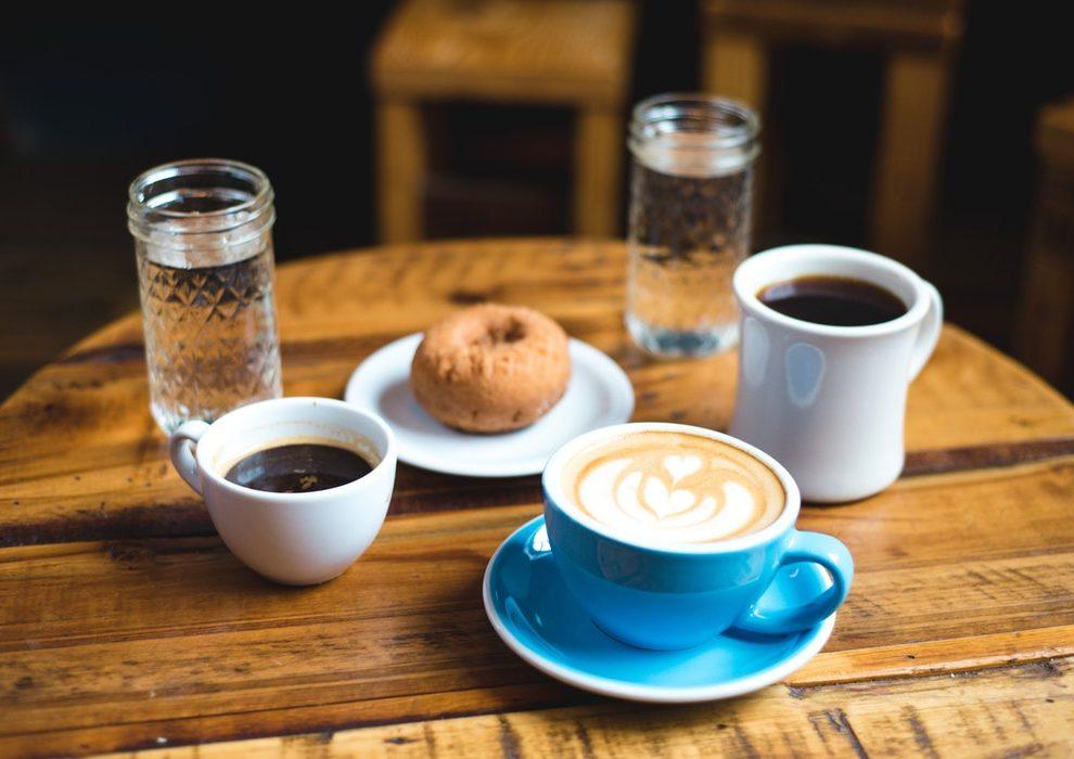 NIKAKO nemojte da pijete kafu u toku ova dva sata!