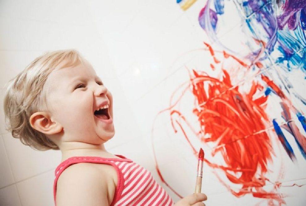 Bučno dete u kući: kako sprečiti rat sa komšijama?
