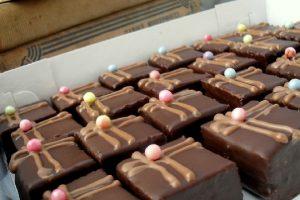 Divne, fine, male čokoladne kockice-Saher minjoni