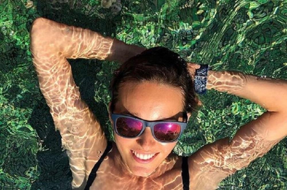 Jelena Đoković skoro i da nema bikini na sebi, a tek da vidite šta je uradila svojim jezikom