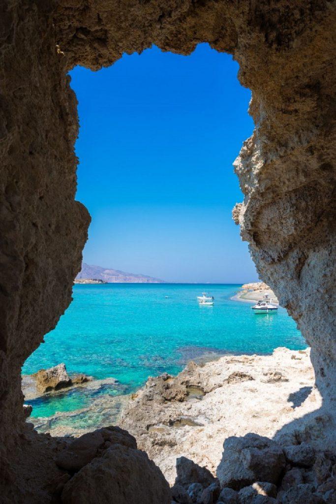 Grčko ostrvo koje ima 36 rajskih plaža je potpuno nenaseljeno i nepoznato